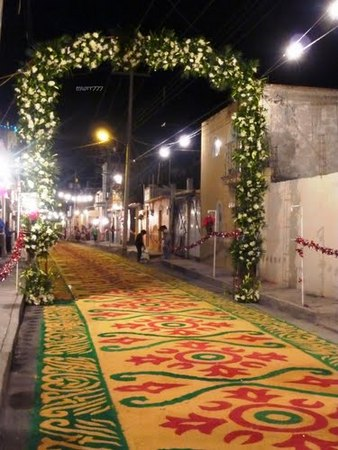 arco-floral-calle-huamantla-panoramio.jpg