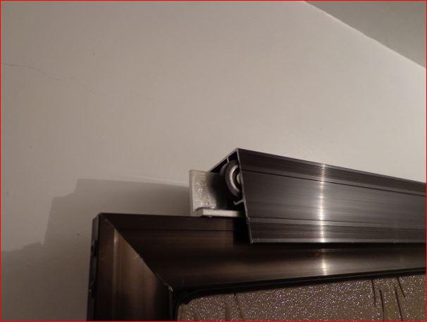 Elaboraci n de un cancel de aluminio para ba o con una for Riel para puerta corrediza