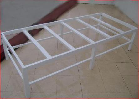 Catre de aluminio.